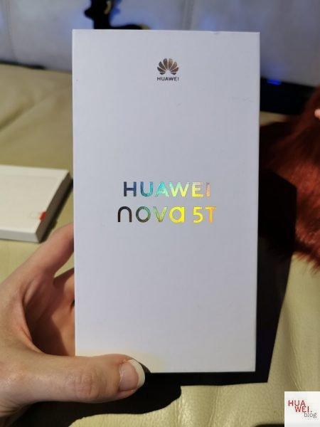 Die Verpackung vom Nova 5T