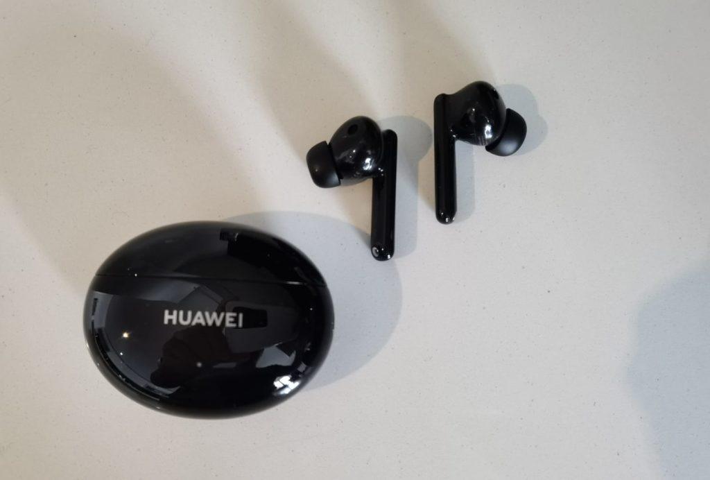HUAWEI FreeBuds 4i Test -Kopfhörer - Ladecase