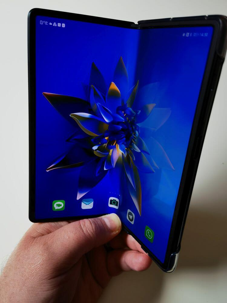 HUAWEI Mate X2 Test Foldable Display