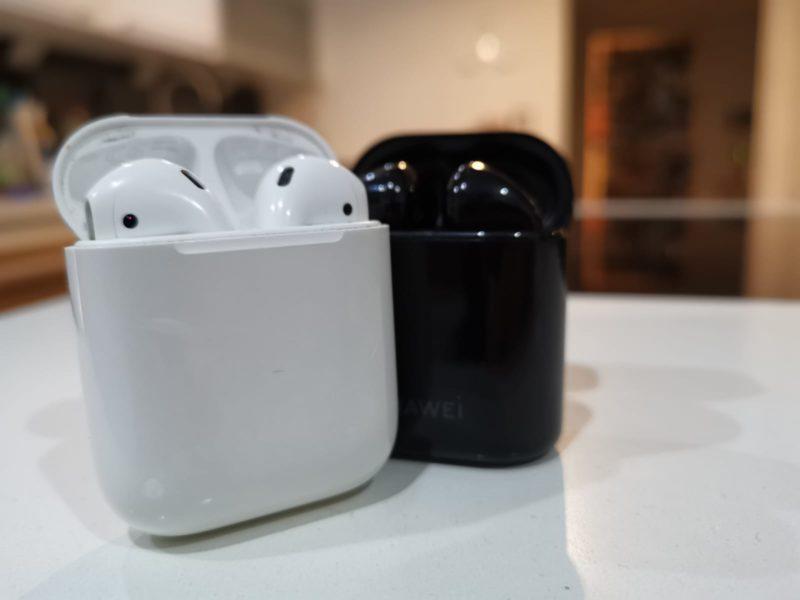 Apple Airpods vs. HUAWEI Freebuds 2 Pro - Ladeschalen Vergleich