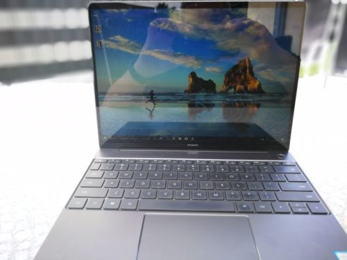 Huawei Matebook X Test Front Display