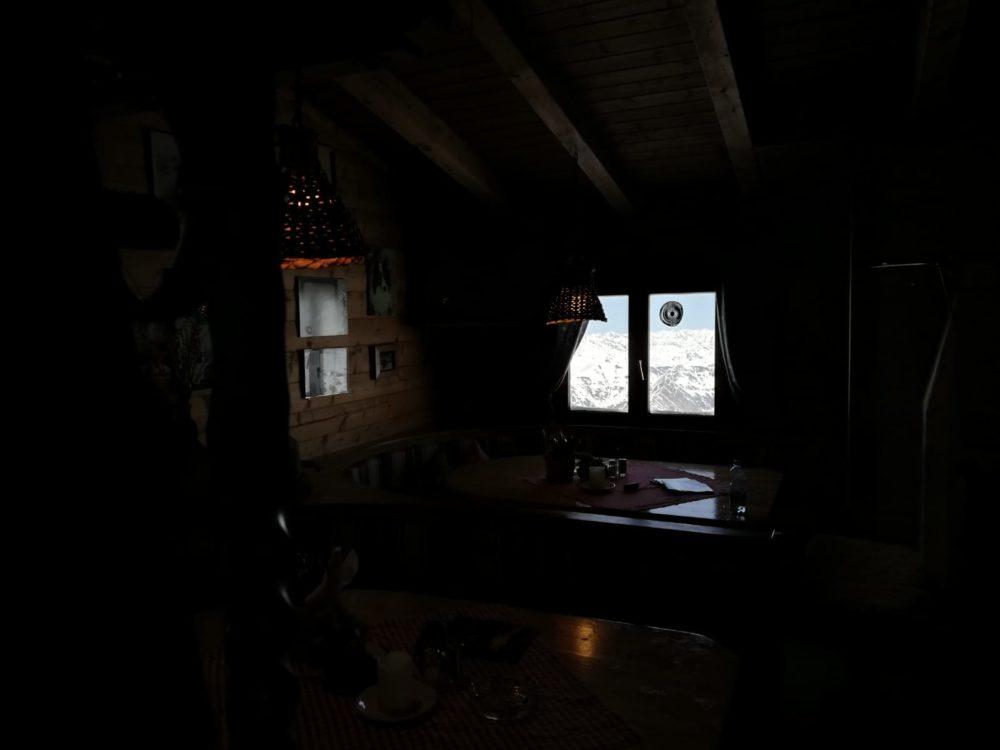 Huawei P20 Lite Testfoto Hütte dunkel