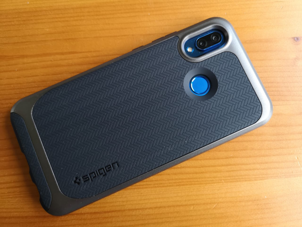 Huawei_P20_lite_neo_hybrid_Hülle_Case_Spigen_Test_3